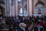 Stargard. 102. rocznica odzyskania niepodległości przez Polskę. Złożenie kwiatów pod pomnikiem patriotycznym i msza za Ojczyznę w kolegiacie
