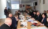Sesja Rady Powiatu Sandomierskiego w czwartek, 30 stycznia. Zmiany w budżecie i wręczenie stypendiów premiera uczniom (OGLĄDAJ TRANSMISJĘ)
