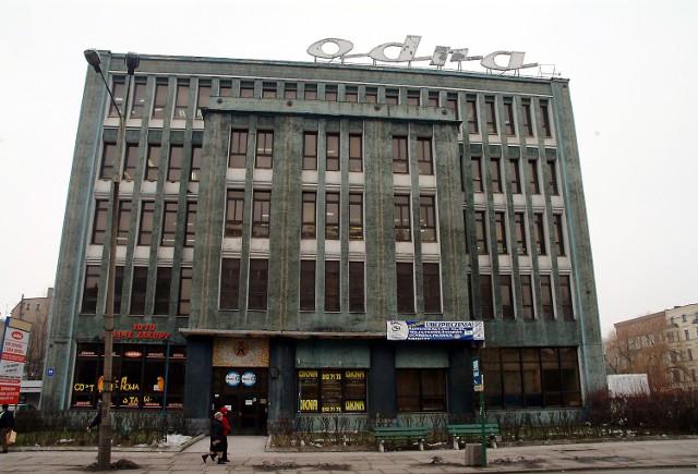 """Budynek odzieżowej """"Odry"""" komplikuje plany inwestorów dotyczące zagospodarowania kwartału po dawnej Kaskadzie. Czy fakt kupienia obiektu przez miasto będzie oznaczał, że atrakcyjny teren w centrum miasta zostanie zagospodarowany?"""