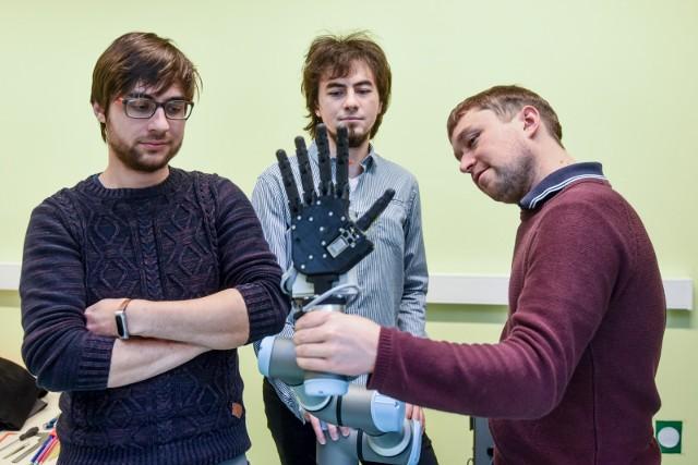 Politechnika Poznańska: Robotyczna ręka dla przemysłu