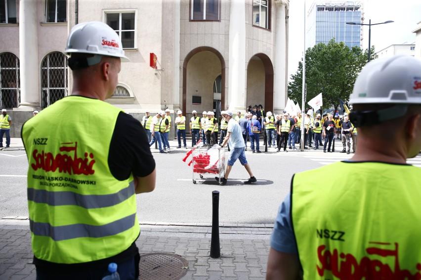 """Protest górników i energetyków  w Warszawie. """"Jawne łamanie..."""