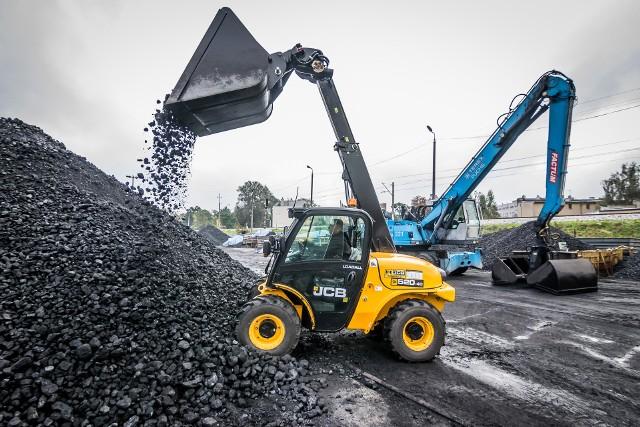 Większość składów węgla dobrze wypadła podczas kontroli, jednak w niektórych stwierdzono poważne nieprawidłowości.