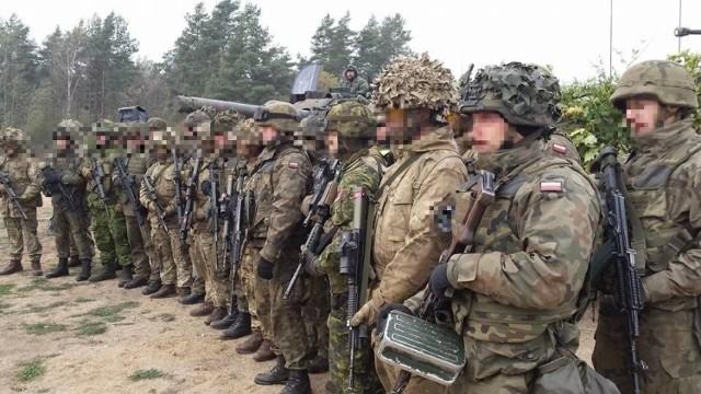 Żołnierz twierdzi, że w czasie zajęć na poligonie może dojść do zakażenia koronawirusem.