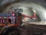 Zima nie zaskoczyła drogowców na S3! Tak drążą tunel w skale [NOWE ZDJĘCIA]