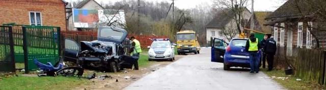 Osiem osób zostało rannych po czołowym zderzeniu