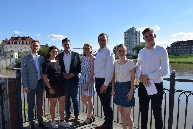 Nowy zarząd BJDM, pierwszy z lewej przewodniczący Oskar Zgonina.