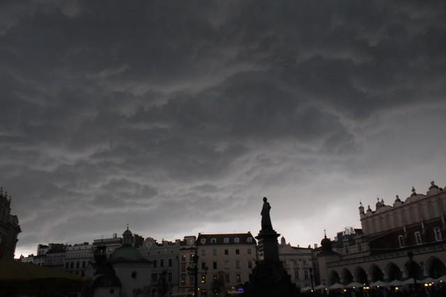 Pogoda w Krakowie: burze i upały. Fala upałów dotarła do Małopolski (Mapa Burz, gdzie jest burza)