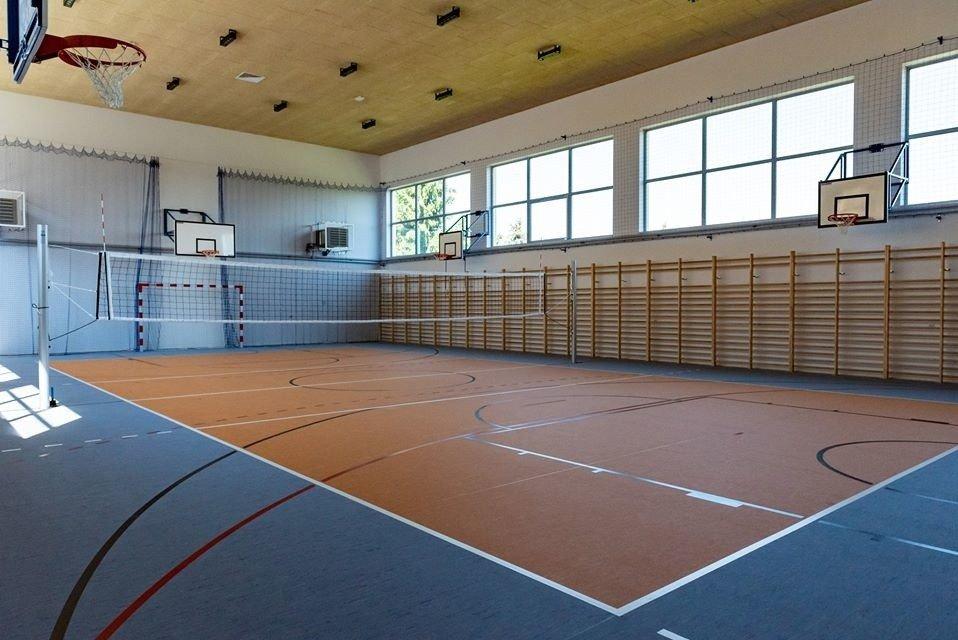 Janowice. Nowiutka sala gimnastyczna czeka na uczniów [ZDJĘCIA] | Dziennik  Polski