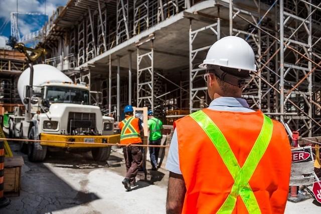 Od 1 lipca PPK zaczną działać w firmach zatrudniających powyżej 249 osób, później co pół roku będą dołączały kolejne przedsiębiorstwa. 1 stycznia 2020 - firmy zatrudniające między 50 a 249 osób, 1 lipca 2020 - przedsiębiorstwa, w których zatrudnienie wynosi od 20 do 49 osób, 1 stycznia 2021 - pozostałe, w tym przedsiębiorstwa sfery budżetowej.