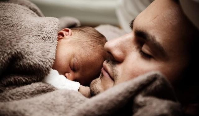 DZIEŃ OJCA. 23 czerwca (piątek) obchodzimy Dzień Ojca. Jakie złożyć życzenia z okazji Dnia Ojca? Sprawdź NAJLEPSZE ŻYCZENIA NA DZIEŃ OJCA.