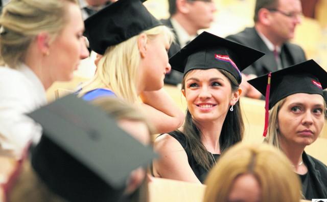 Wrocławskie uczelnie niepubliczne w większości prowadzą rekrutację, aż do 30 września. Chętni opłaty jednak powinni wnosić o wiele wcześniej- na kilku kierunkach jest ograniczona ilość miejsc, a niekiedy można też liczyć na promocje czesnego