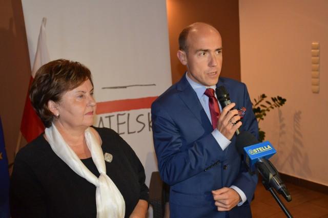 Były minister sprawiedliwości Borys Budka na spotkaniu w Stalowej Woli, obok była poseł Renata Butryn