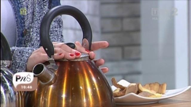 Zobacz jak pozbyć się kamienia w czajnikuJak pozbyć się kamienia w czajniku (WIDEO)