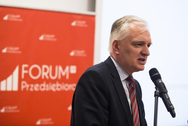 Tradycyjnie już do dyspozycji przedsiębiorców i liderów czołowych organizacji gospodarczych w Małopolsce stawi się odpowiedzialny za gospodarkę wicepremier Jarosław Gowin, minister rozwoju, pracy i technologii. Nie tylko przedstawi plany rządu, odnosząc się także do pomysłów Polskiego Ładu, które wzbudziły tak wiele kontrowersji wśród przedsiębiorców, ale też podczas transmisji na żywo odpowie na pytania przedstawicieli biznesu i nauki.