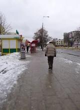 Gołoledź w mieście. Ludzie ślizgają się na chodnikach (zdjęcia)