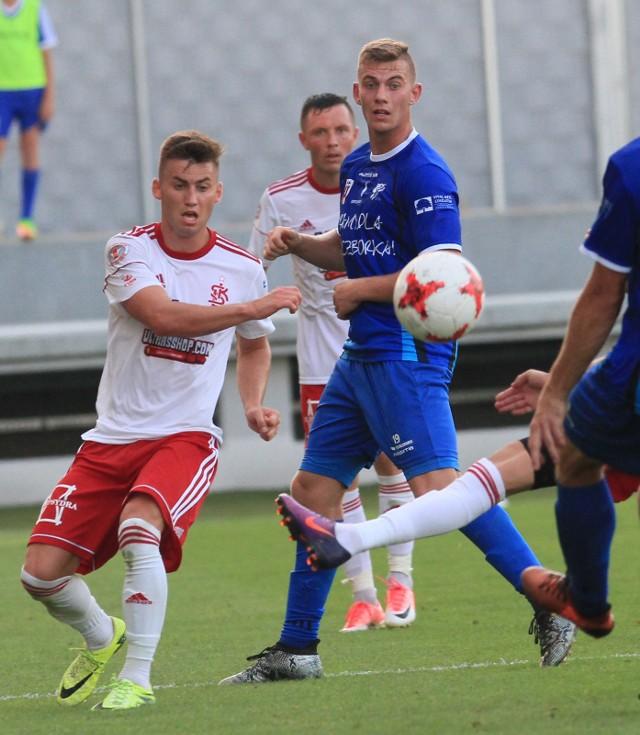 W niebieskiej koszulce młodzieżowy pomocnik MKS-u Miłosz Reisch.