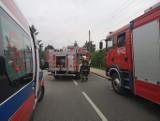 Pożar domu w Ostrowcu. Jedna osoba trafiła do szpitala (ZDJĘCIA)