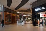 Ograniczenie handlu przez koronawirusa. Upiorna cisza w galeriach handlowych. Które sklepy i lokale są czynne mimo obostrzeń?