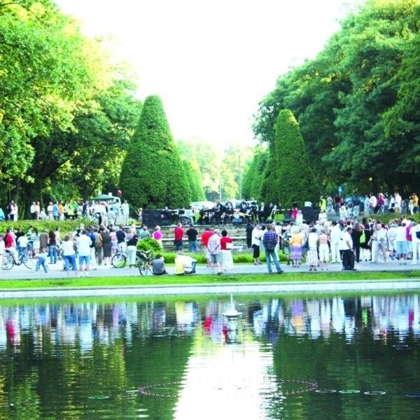 Białostoczanie wolą wypoczywać w parku, a nie na kamiennym Rynku Kościuszki. Także koncertów organizowanych przez Białostocki Ośrodek Kultury słucha się tu przyjemniej niż na rynku.