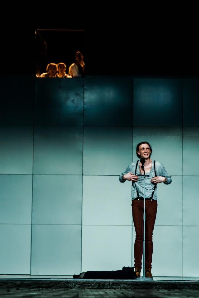 """Andrzej Kłak w Białymstoku gościnnie występuje w spektaklu wyreżyserowanym przez Jacka Jabrzyka """"Trans-Atlantyk"""", który wystawiany jest na scenie Teatru Dramatycznego"""