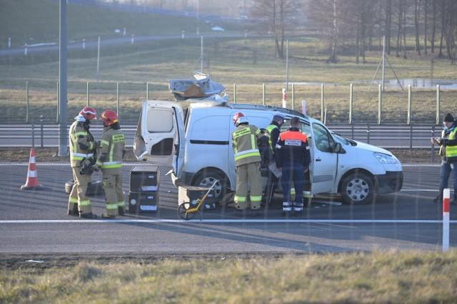 Wypadek na autostradzie A1 w Warlubiu. Dwie osoby ranne. Lądował śmigłowiec LPR
