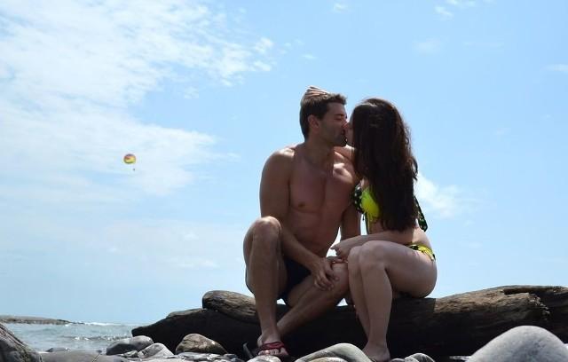 """Zalew w Sielpi od zawsze był wspaniałą scenerią dla wszystkich zakochanych, którzy chcą uwiecznić swój pocałunek. A teraz wielu z nich chętnie dzieli się """"całuśnymi fotkami"""" na Instagramie. Zobacz galerię pocałunków znad zalewu w Sielpi na kolejnych slajdach"""