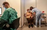 Koronawirus. Ruszyła rejestracja na szczepienia dla osób w wieku 67 i 68 lat