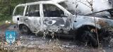 Tajemniczy pożar samochodu w lesie koło Kożuchowa. Nie wiadomo, dlaczego doszło do pożaru. Gdzie jest właściciel?