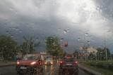 Burza z gradem we Wrocławiu. Do kiedy będzie padało?