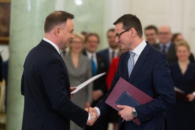 Jako pierwszy rotę zaprzysiężenia odczytał Mateusz Morawiecki, który utrzymał również dotychczasowe stanowiska ministra finansów i rozwoju.