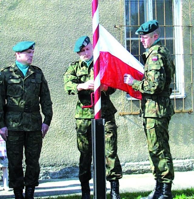 Tego dnia biało-czerwony sztandar był najważniejszy: 2 maja, Dzień Flagi Rzeczypospolitej w Jednostce Wojskowej w Łomży