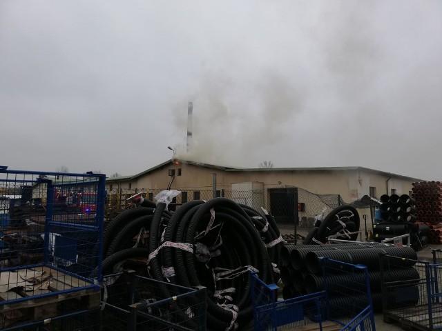 We wtorkowe przedpołudnie w jednej z hurtowni przy ulicy Żwirki i Wigury w Koszalinie doszło do pożaru. Ogień pojawił się na dachu budynku. Pracownicy obiektu zostali ewakuowani. Trwa akcja strażaków.Zobacz także Trwa remont koszalińskiego amfiteatru