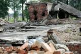 Oświęcim. Próbowali ukraść cegły z krematorium byłego obozu  Auschwitz II-Birkenau. Zostali złapani na gorącym uczynku