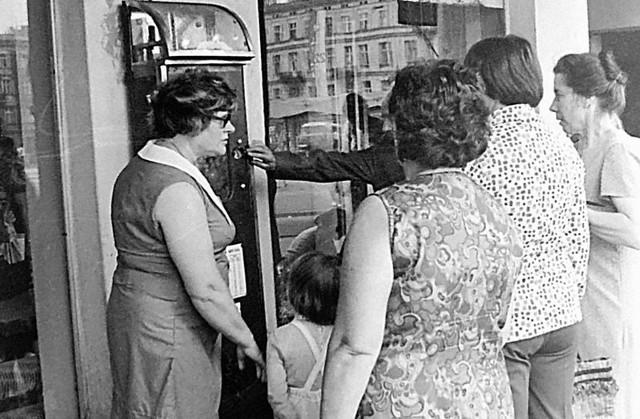 W fabrykach ważono na wagach towarowych grubasów, którzy dźwigali walizki zbędnych kilogramów, bijąc rekordy dochodzące do 300 kg wagi. Najwięcej ulicznych wag tzw. wrzutowych pojawiło się w Łodzi w latach 70. i 80. XX wieku. Dziś, jako zabytek techniki, miałyby wartość historyczną i  walor sentymentalny, stając się być może atrakcją turystyczną Piotrkowskiej.Czytaj na kolejnych slajdach