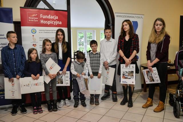 Dwanaścioro podopiecznych Funduszu Dzieci Osieroconych działającego przy Fundacji Hospicyjnej w Gdańsku otrzymało we wtorek stypendia w wysokości 3 tys zł