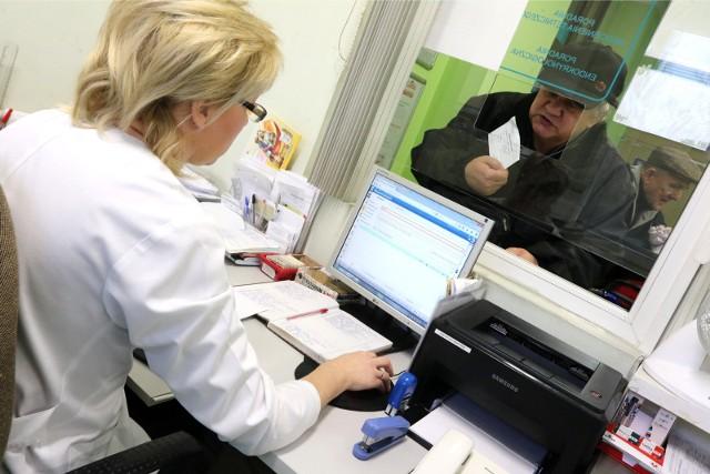 Lekarze umawiający się z pacjentami