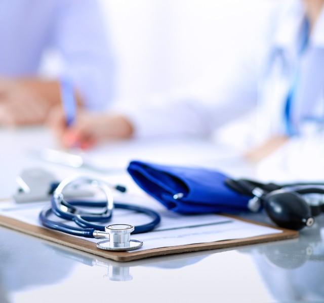 Wśród ubezpieczeń zdrowotnych popularność zdobywają polisy grupowe, oferowane przez coraz większą liczbę pracodawców.