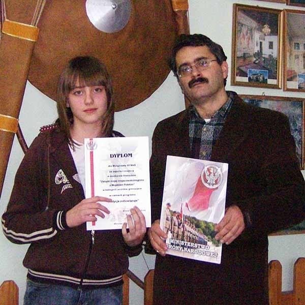 Małgorzata Dybaś ze swoim opiekunem, wychowawcą, nauczycielem historii Wiesławem Hapem.