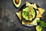 Przekąska na andrzejki: nachosy z guacamole [PRZEPIS]