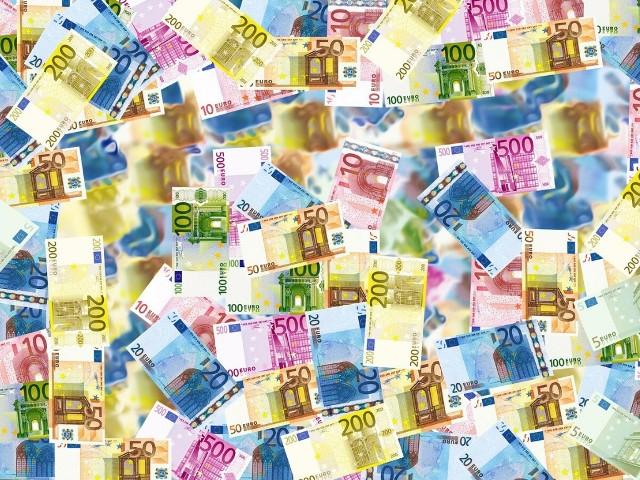 Zestawienie 14 największych miast w województwie podkarpackim, pod kątem zdobywania pieniędzy na inwestycje z Regionalnego Programu Operacyjnego Województwa Podkarpackiego 2014 - 2020. SZCZEGÓŁY NA KOLEJNYCH SLAJDACHŹródło danych: Urząd Statystyczny w Rzeszowie, stan na 31 marca 2020 r.