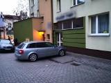 Konflikt wokół parkingu przy kamienicy w centrum Buska-Zdroju. Mieszkańcy stracą jedną trzecią miejsc?