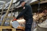 Kontrabanda w puszkach. Podlaska KAS w Bobrownikach udaremniła przemyt 125 tys. paczek papierosów (zdjęcia)