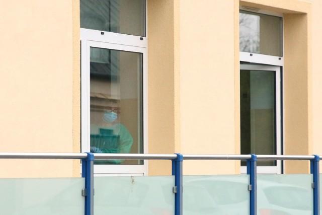 Z końcem marca zarząd spółki podjął decyzję o bezterminowym przekazywaniu 10 procent ze wszystkich zakładów i losów zawieranych za pośrednictwem strony internetowej lotto.pl na walkę z pandemią.