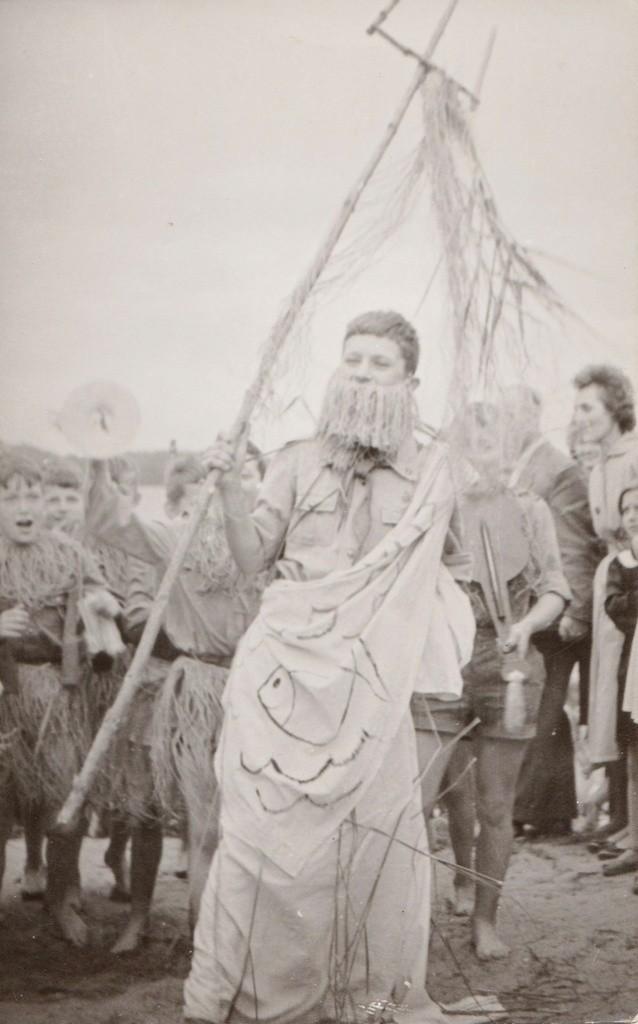 Ryszard Peryt jako uczestnik pochodu winobraniowego sprzed wielu lat