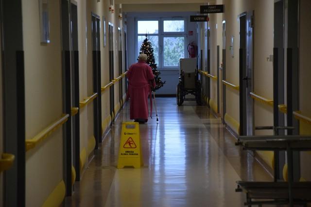 Pacjenci internistyczni z powiatu oleskiego zawożeni są teraz do szpitali w Opolu.
