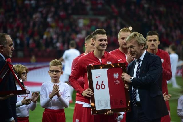 Zwycięstwem 3:2 ze Słowenią zakończył się ostatni mecz reprezentacji Polski w eliminacjach Euro 2020. Najważniejszym wydarzeniem tego wieczoru było jednak pożegnanie Łukasza Piszczka. Zobacz zdjęcia z meczu Polska - Słowenia!