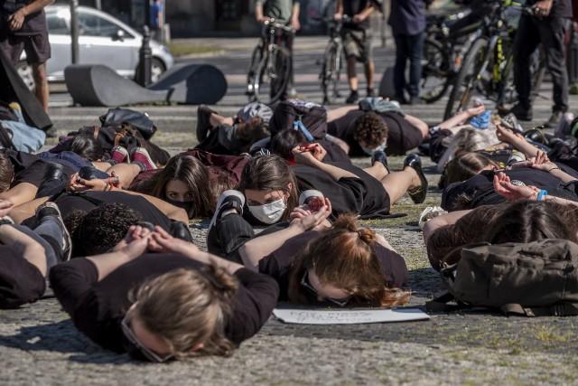 W środę, 3 czerwca przez Poznań przeszedł nietypowy marsz. Dlaczego mieszkańcy wyszli na ulice?Przejdź do następnego zdjęcia ----->