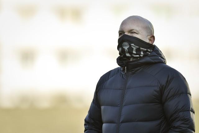 -Możemy tylko przeprosić kibiców - powiedział po porażce trener Korony Maciej Bartoszek.