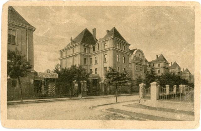Historia Korpus Kadetów nr 2 w Chełmnie sięga roku 1926, kiedy przeniesiono go do naszego miasta z Modlina. Na zdjęciu: koszary przy Alei 3 Maja - siedziba KK 2 w Chełmnie w latach 1926 - 1936