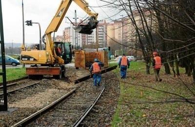Prace przy modernizacji przejazdu tramwajowego są na półmetku FOT. ADAM WOJNAR